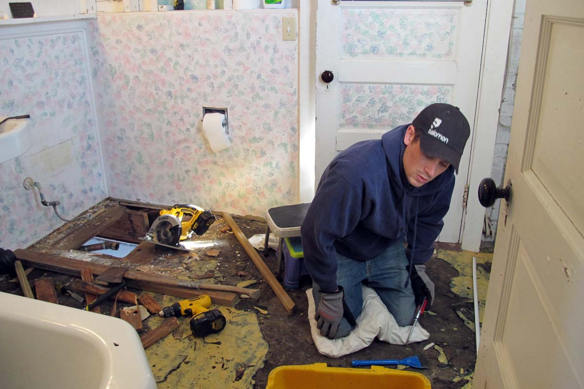 how to detect decayed wood in subfloor